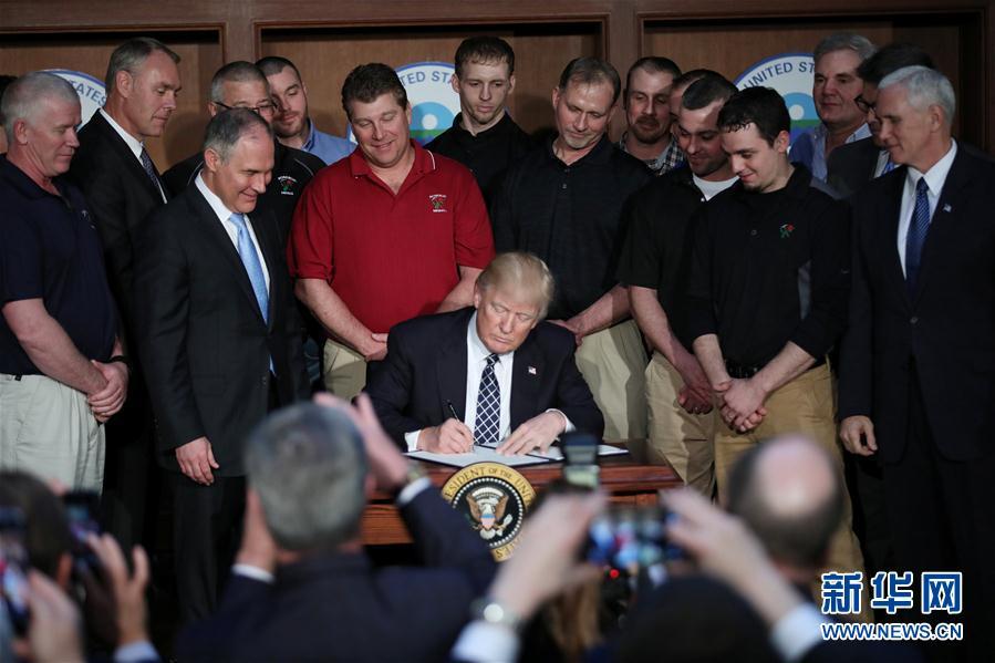 (外代一線)(1)特朗普簽署旨在推翻奧巴馬政府時期氣候政策的行政命令