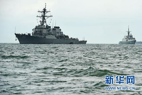 美海军驱逐舰在新加