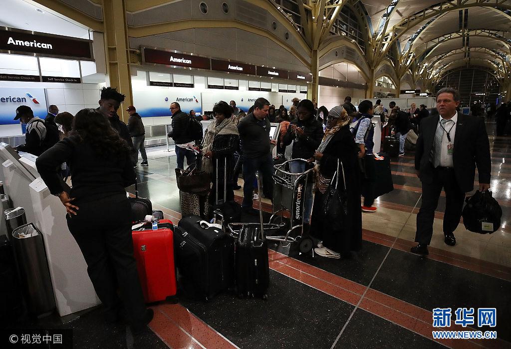 美國:感恩節將至旅客忙出行 機場人流火爆