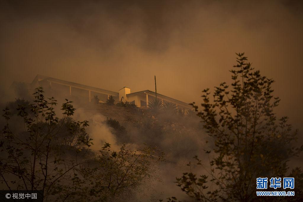 美國加州山火仍在肆虐 或成當地史上第三大火災
