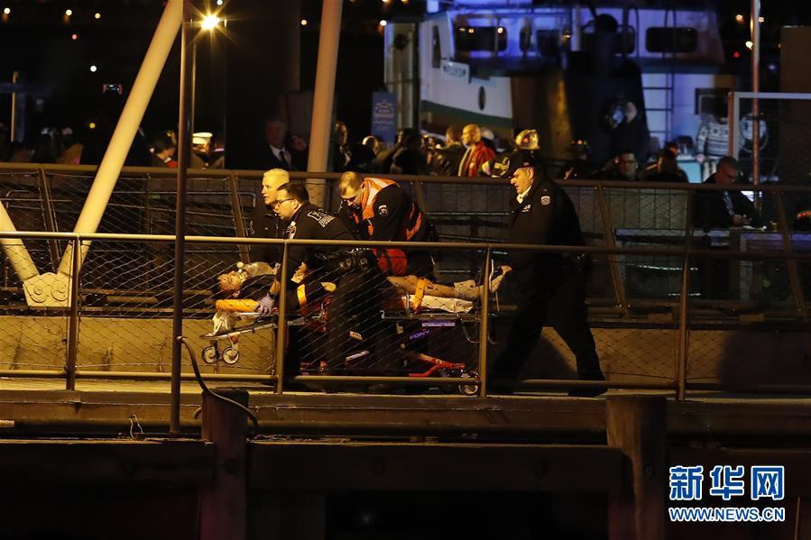 (國際)(1)美國紐約一架直升機墜河至少2人死亡