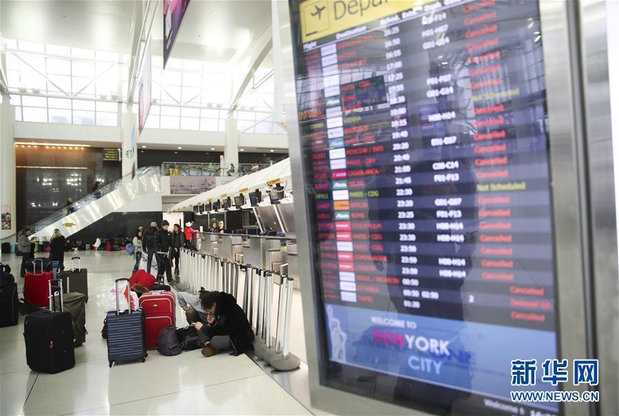 (國際)(1)暴風雪致紐約航班大面積取消