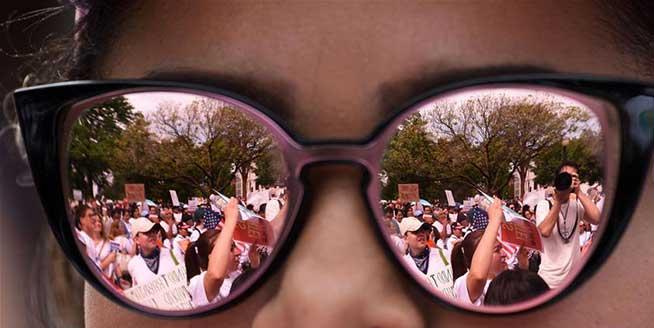 美國各地民眾舉行勞動節遊行