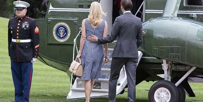 伊萬卡優雅長裙陪父赴紐約 緊挽丈夫胳膊秀恩愛