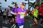 美國老嫗成完成半程馬拉松最年長女性