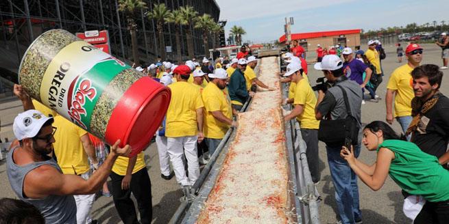 美國制作2.13公裏超長披薩 欲打破世界記錄