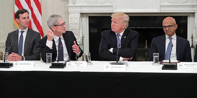 特朗普白宮參加科技圓桌會 蘋果微軟亞馬遜CEO齊亮相