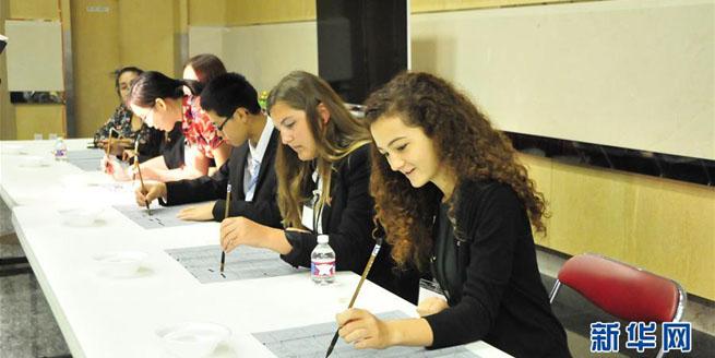 美國高中生在中國駐休斯敦總領館開放日感受中國文化