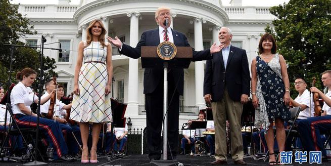 白宮舉辦年度午餐會 特朗普偕第一夫人現身主持