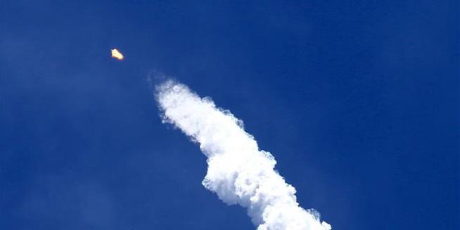 """美太空探索技術公司連續發射回收""""獵鷹9"""""""