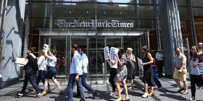 《紐約時報》員工上街罷工 抗議裁員