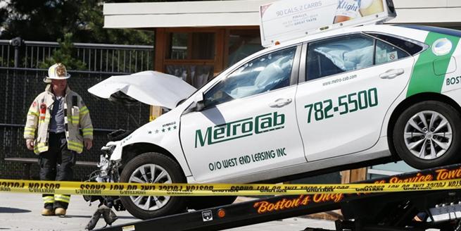 美國波士頓一輛汽車撞入人群致10傷 基本排除恐襲