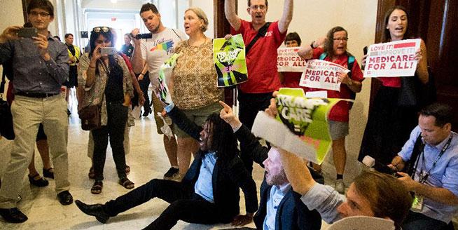 美國民眾抗議新醫改法案