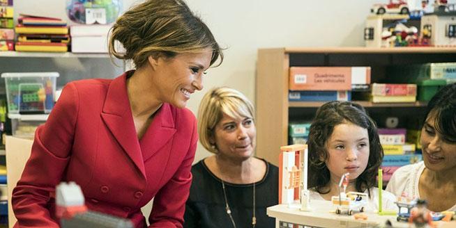 美國第一夫人參觀法國兒童醫院 與患兒親切互動