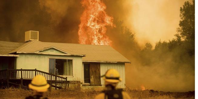 美國加州山火持續蔓延危及民房 附近居民緊急撤離