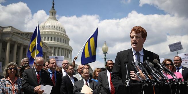 特朗普宣布禁止變性人服兵役 美眾議院議員譴責
