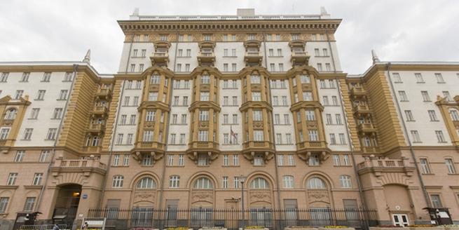 普京宣布755名美國外交官必須離開俄羅斯