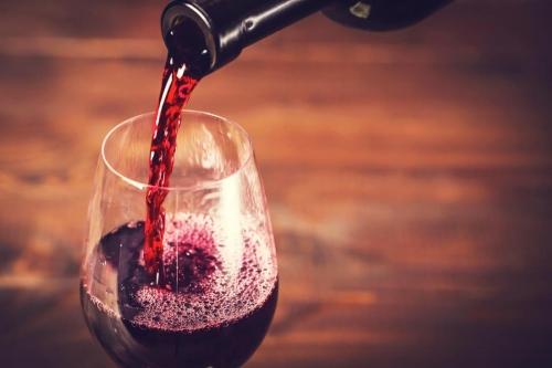 總有一款貼近你的心情!彩虹色葡萄酒登場