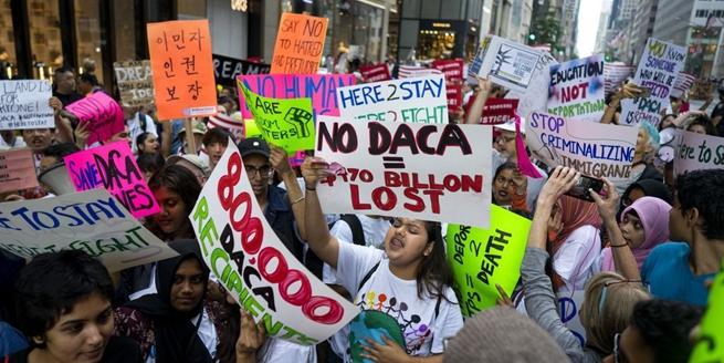 紐約民眾在特朗普大樓前集會 抗議特朗普移民政策