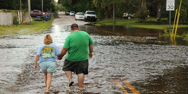 因颶風疏散佛州居民返家 數百萬人遭遇巨大財産損失
