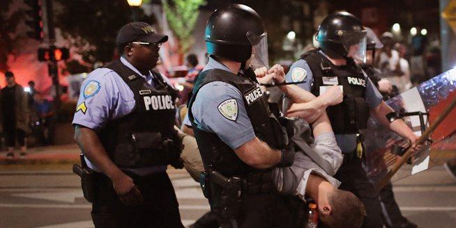 美國警察槍殺黑人被判無罪引抗議 10多名抗議者被捕