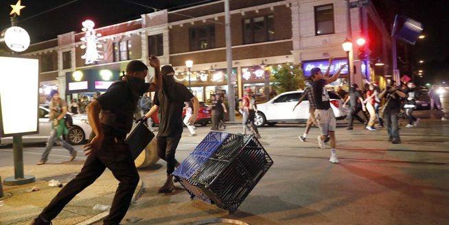 美國密蘇裏州聖路易斯民眾抗議引發暴動