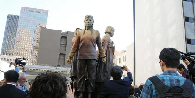 """""""慰安婦""""塑像在美國舊金山揭幕"""