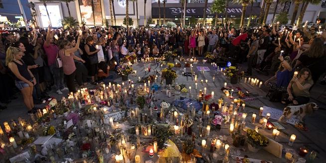 美民眾參加燭光守夜 紀念拉斯維加斯槍擊案一周