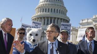 民眾扮北極熊抗議美國北極石油鑽探