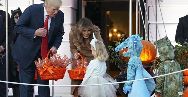 曬曬國外政壇大佬如何過萬聖節 派發糖果大玩Cosplay