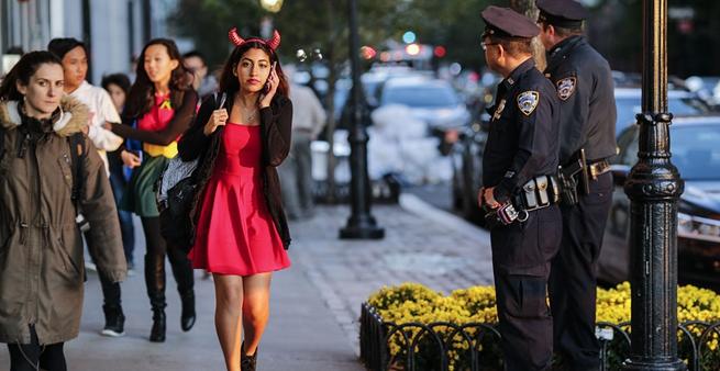 紐約卡車撞人現場 民眾穿萬聖節服飾撤離