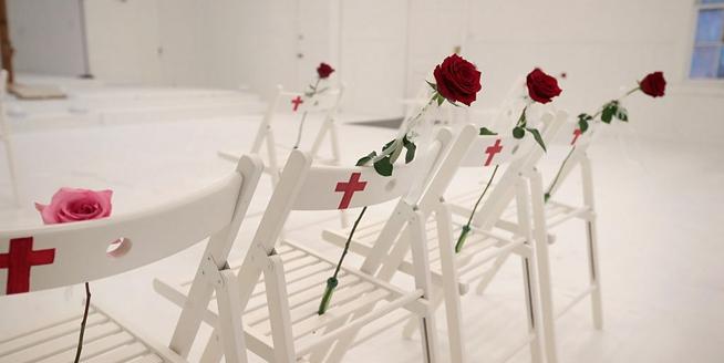 美國發生槍擊案教堂向公眾開放 變身紀念館悼念遇難者
