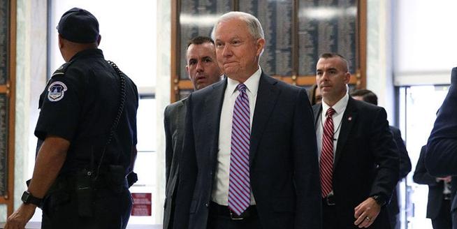 """美國司法部長塞申斯出席眾議院聽證會 面臨""""通俄門""""質詢"""