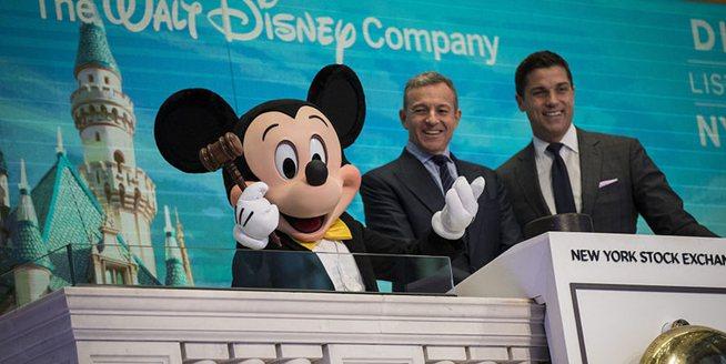 迪士尼公司紀念上市60周年 CEO艾格在紐交所敲響開市鐘