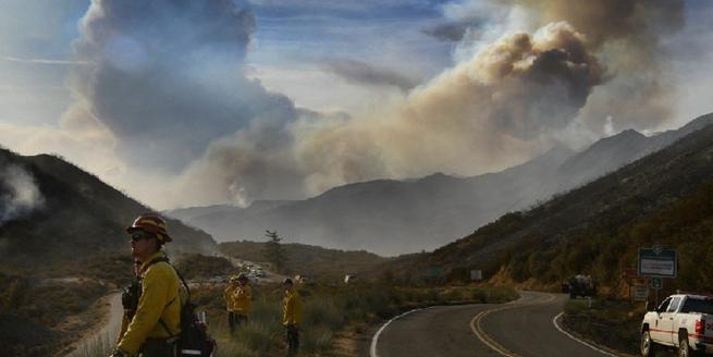 美國南加州大火持續肆虐 過火面積達6萬公頃