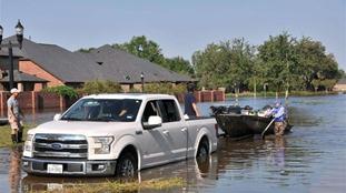 哈維颶風得州降雨逾千億噸