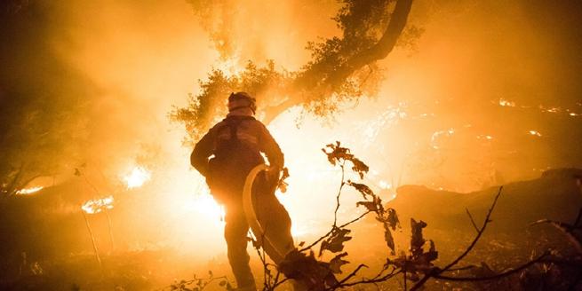 美國南加州大火仍肆虐 已升級加州史上第三大火災