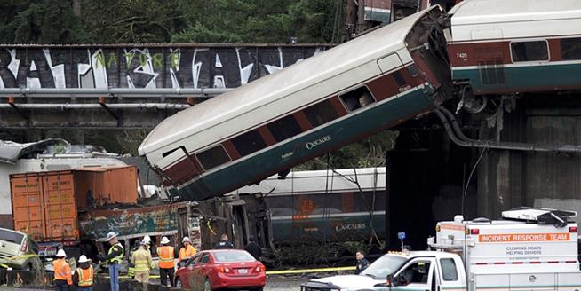美國華盛頓州一列車出軌造成多人傷亡