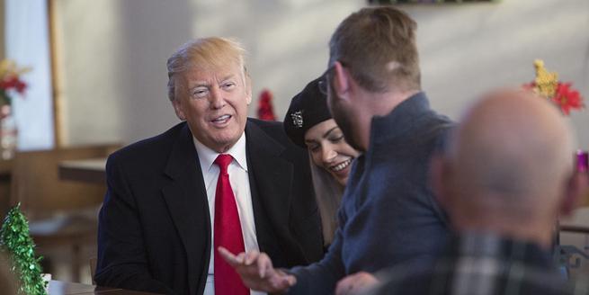美國總統特朗普訪問軍事康復中心慰問受傷士兵