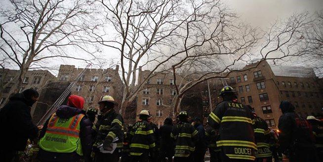 紐約一公寓樓發生火災14人受傷