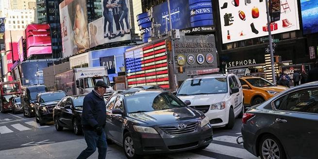 """紐約州長庫默力推""""擁堵費""""治堵 直擊曼哈頓街區交通實況"""