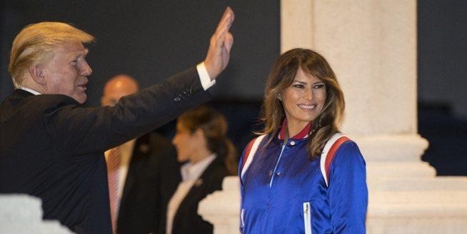 特朗普夫婦出席超級碗派對 與美女啦啦隊員握手