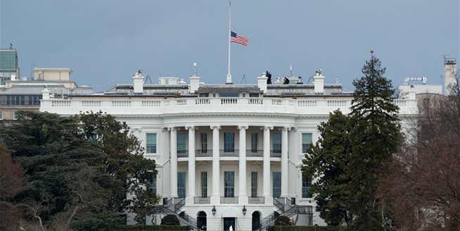 華盛頓:半旗致哀 悼念槍擊案遇難者