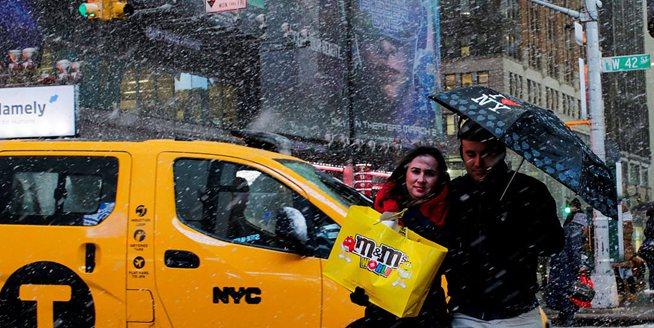 新一輪風暴襲擊美國東北部 紐約再度降雪