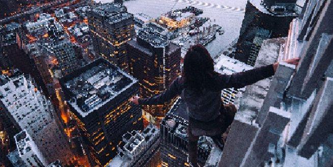 美國男子城市之巔飛檐走壁 將紐約摩天樓頂變遊樂場