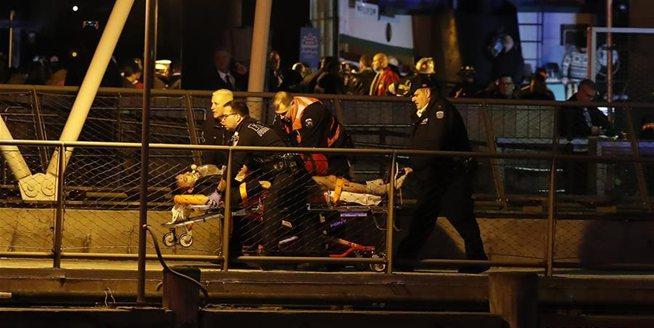 美國紐約一架直升機墜河至少2人死亡