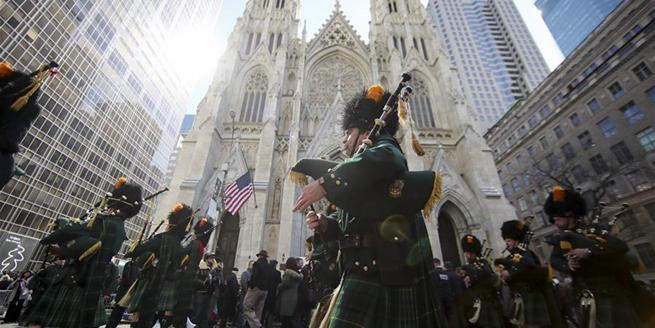 紐約舉行聖帕特裏克節大遊行