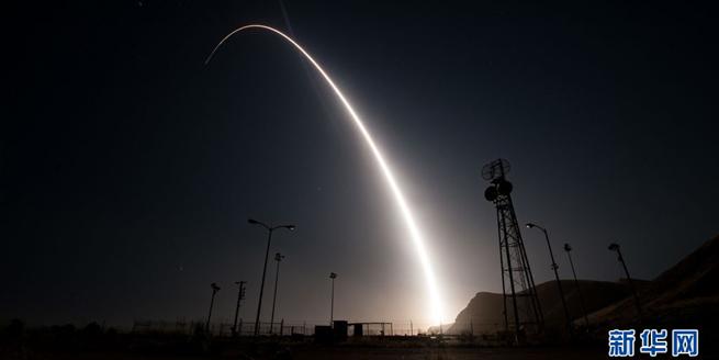 """美國試射一枚""""民兵3""""洲際彈道導彈 展示核能力"""