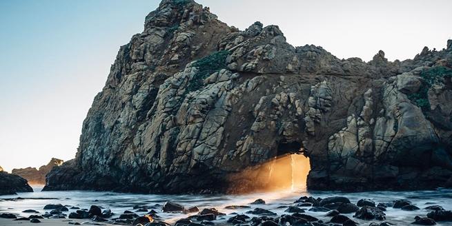 美加州菲佛海灘現神秘橙光奇觀 美輪美奐